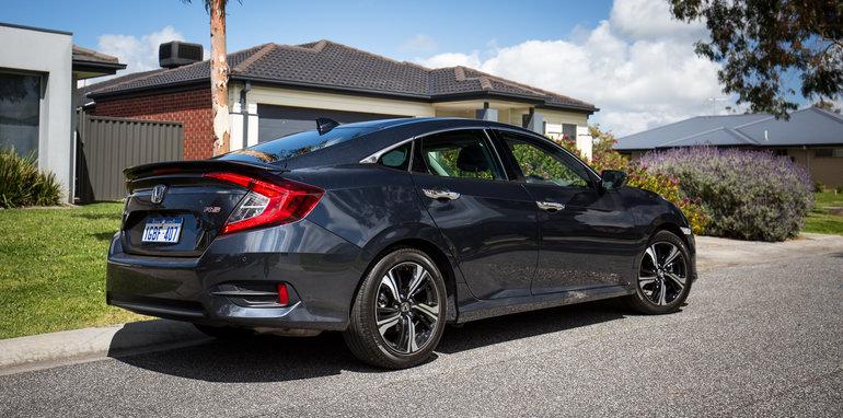 Honda Civic RS v Hyundai Elantra SR Turbo comparison