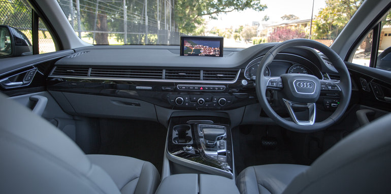 2017-audi-q7-160kw-vs-land-rover-discovery-70