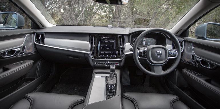 2017-luxury-sedan-comparison-volvo-s90-d5-inscrip-v-audi-a6-tdi-v-mercedes-e220d-132
