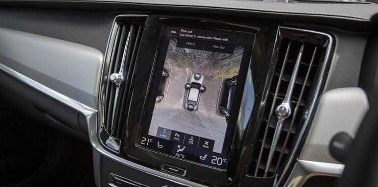 2017-luxury-sedan-comparison-volvo-s90-d5-inscrip-v-audi-a6-tdi-v-mercedes-e220d-149