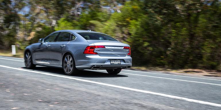 2017-luxury-sedan-comparison-volvo-s90-d5-inscrip-v-audi-a6-tdi-v-mercedes-e220d-225