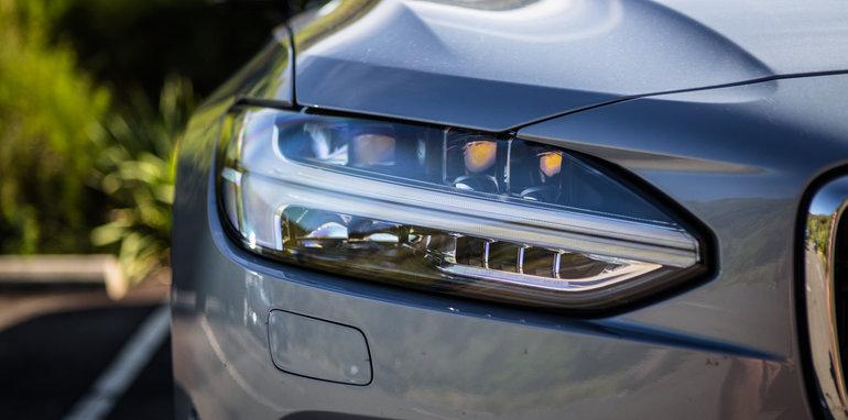 2017-luxury-sedan-comparison-volvo-s90-d5-inscrip-v-audi-a6-tdi-v-mercedes-e220d-34