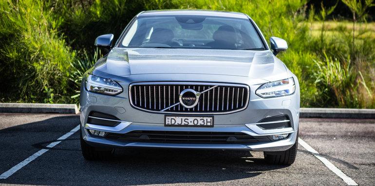 2017-luxury-sedan-comparison-volvo-s90-d5-inscrip-v-audi-a6-tdi-v-mercedes-e220d-35
