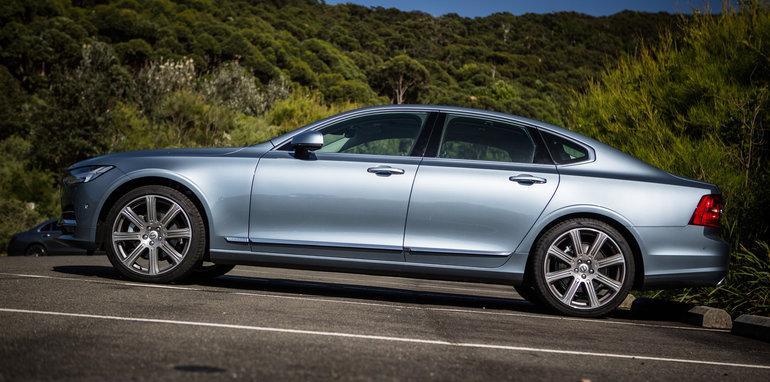 2017-luxury-sedan-comparison-volvo-s90-d5-inscrip-v-audi-a6-tdi-v-mercedes-e220d-36