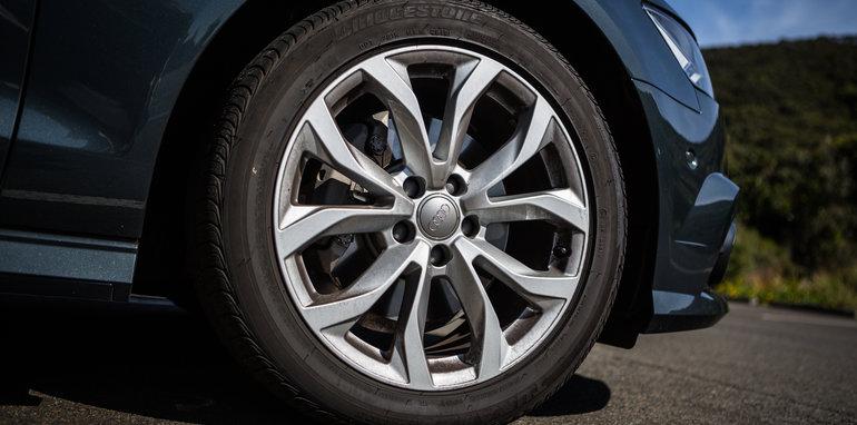 2017-luxury-sedan-comparison-volvo-s90-d5-inscrip-v-audi-a6-tdi-v-mercedes-e220d-71