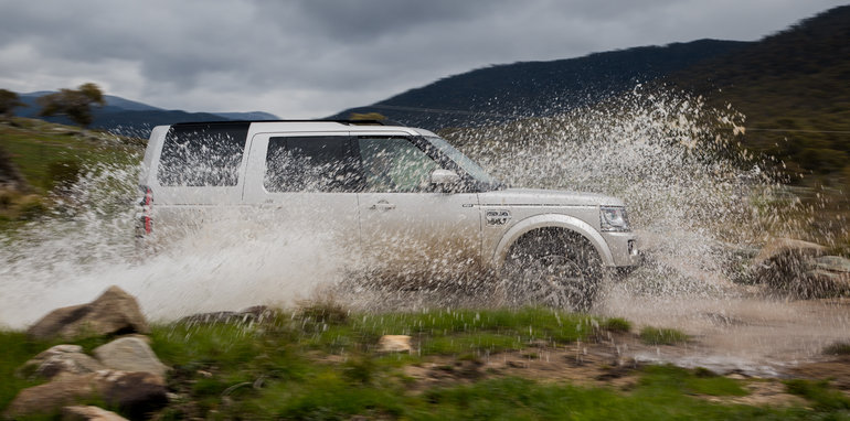 2016_land_rover_discovery_sdv6_hse-44