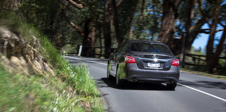nissan-altima-2014-v8-supercars-comparison