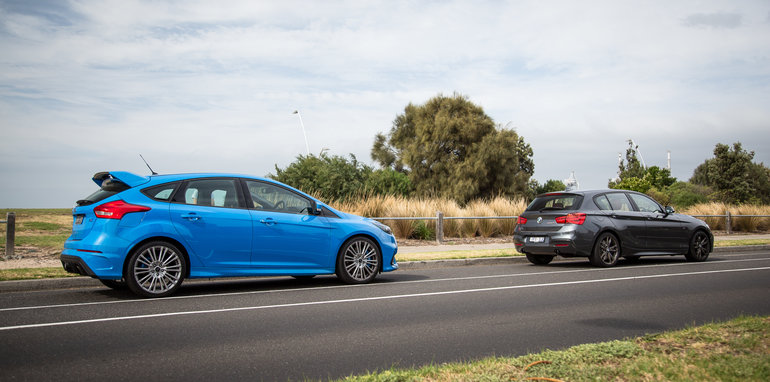 2017-ford-focus-rs-v-bmw-m140i-comparison-48