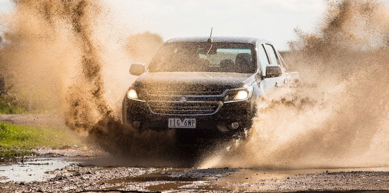 2017-holden-colorado-v-toyota-hilux-comparison-21