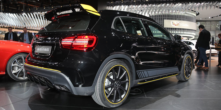 mercedes-amg-gla45-facelift-rear