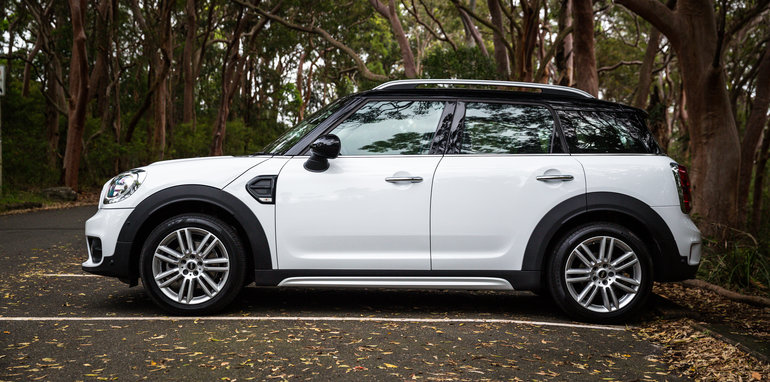 2017-mini-cooper-countryman-vs-audi-q2-1-4tfsi-9
