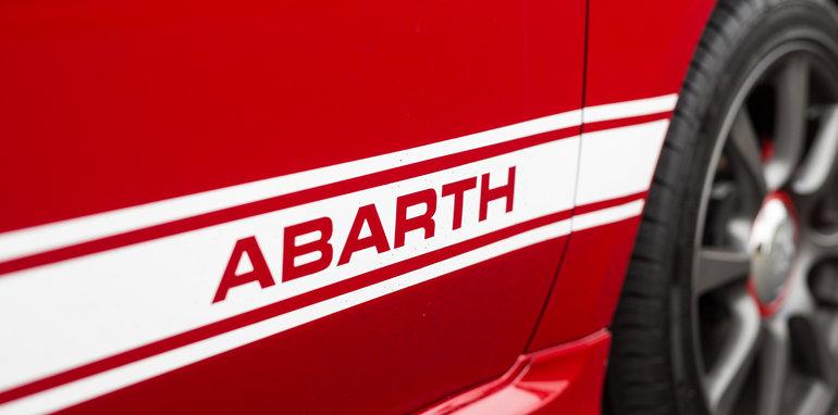 2017-abarth-595-hatch-28