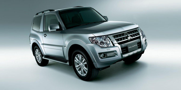 2016_mitsubishi_pajero-three-door_01