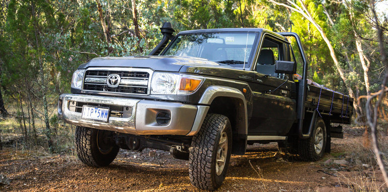 2017-toyota-landcruiser-single-cab-21