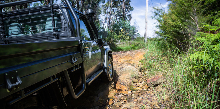 2017-toyota-landcruiser-single-cab-offroad-12