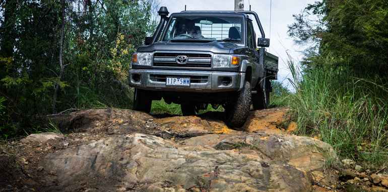 2017-toyota-landcruiser-single-cab-offroad-16