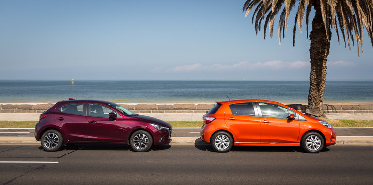 2017-toyota-yaris-v-mazda-2-comparison-43