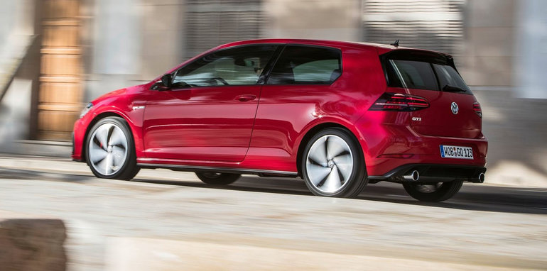 2017_volkswagen_golf-gti_three-door_08