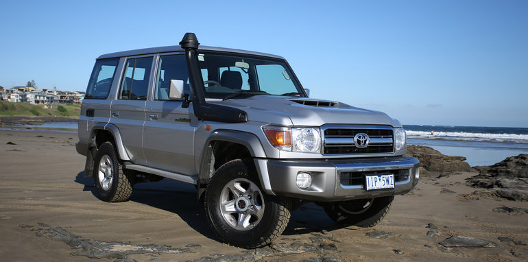 2017-toyota-landcruiser-70-series-wagon-lifestyle-10
