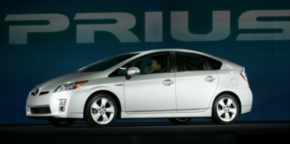 Toyota to continue selling current Prius against Honda Insight hybrid
