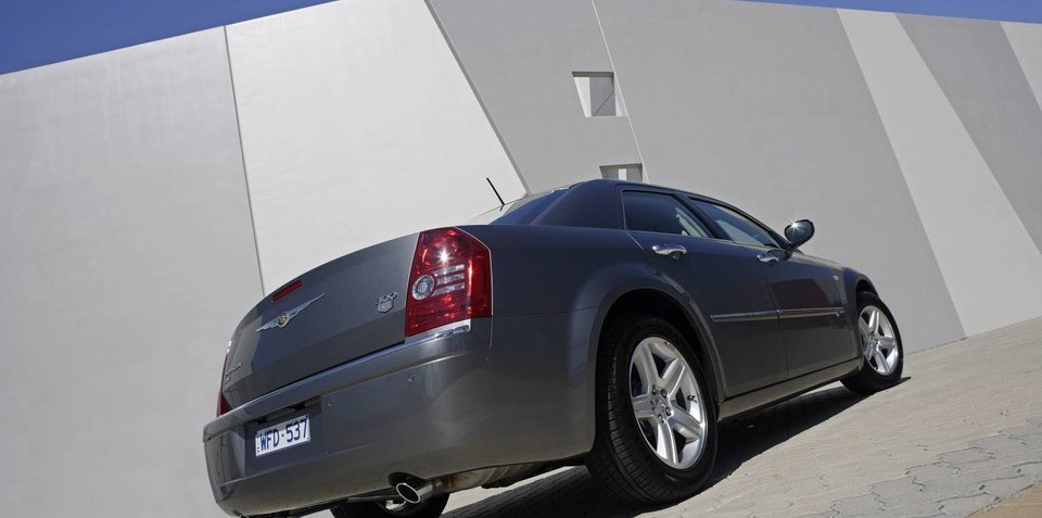 Chrysler urges its dealers to buy more cars