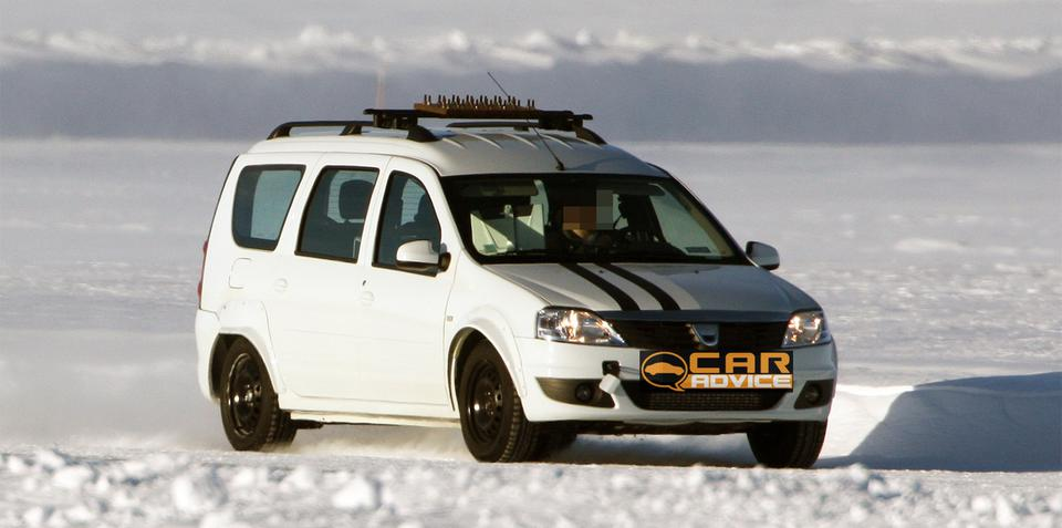 Dacia Logan MPV mule spy photos