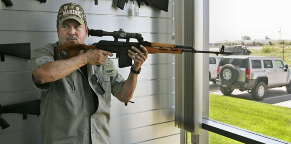 US dealer offers free shotgun with every Hummer sold