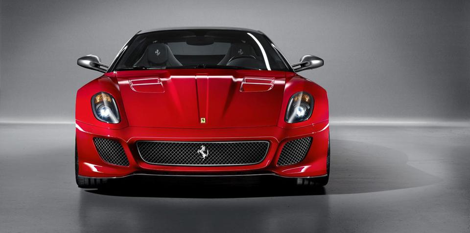 Open-top Ferrari 599 and 458 on the way, wait for 458 Scuderia