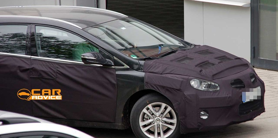 2011 Hyundai i40/i45 wagon spy photos