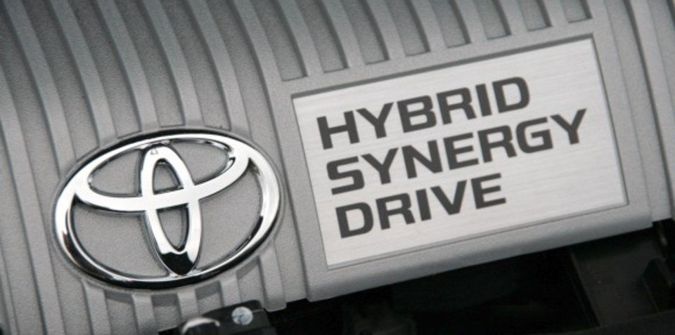 Toyota to reduce hybrid production target for 2011