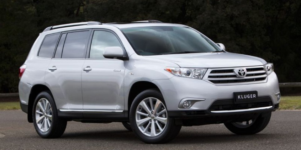 2011 Toyota Kluger update sees price drop