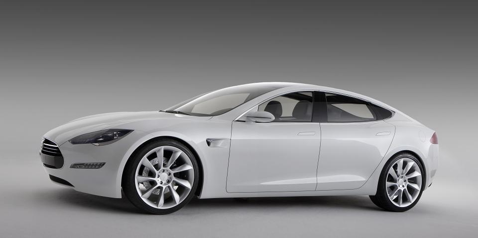 Video: 2012 Tesla Model S in Alpha-phase road testing
