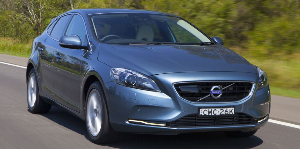 Volvo V40 offers licence-saving Road Sign Information technology