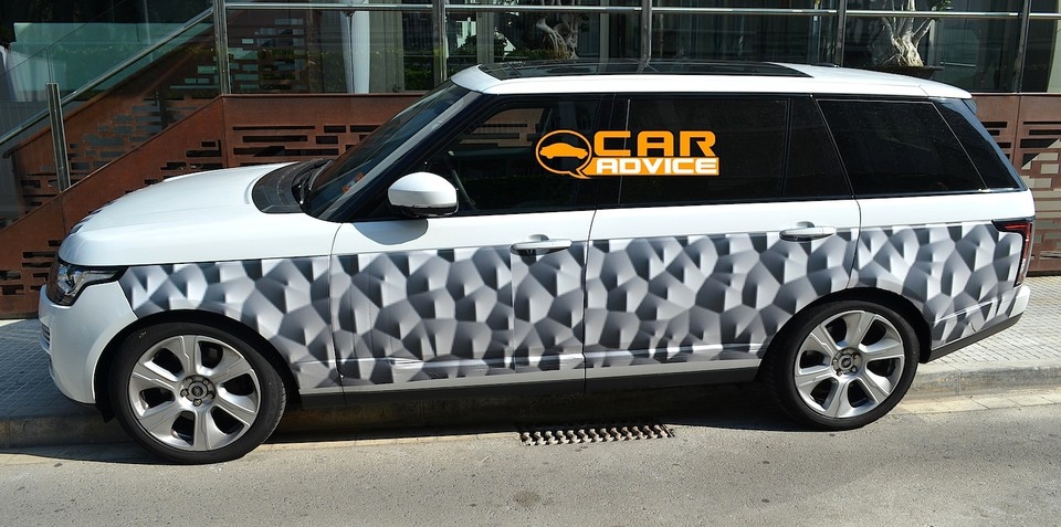 Range Rover LWB: stretched SUV spied