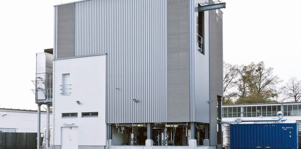 Audi pilot plant produces synthetic diesel using only water, CO2 and green electricity