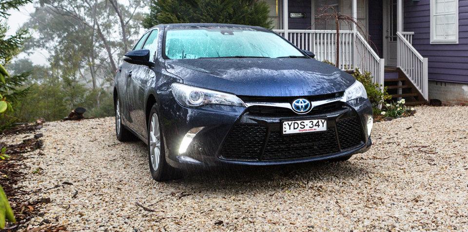 2016 Toyota Camry Hybrid Atara SL Review