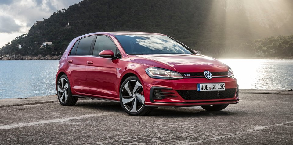 2017 volkswagen golf gti r pricing and specs three door for Golf 6 gti interieur