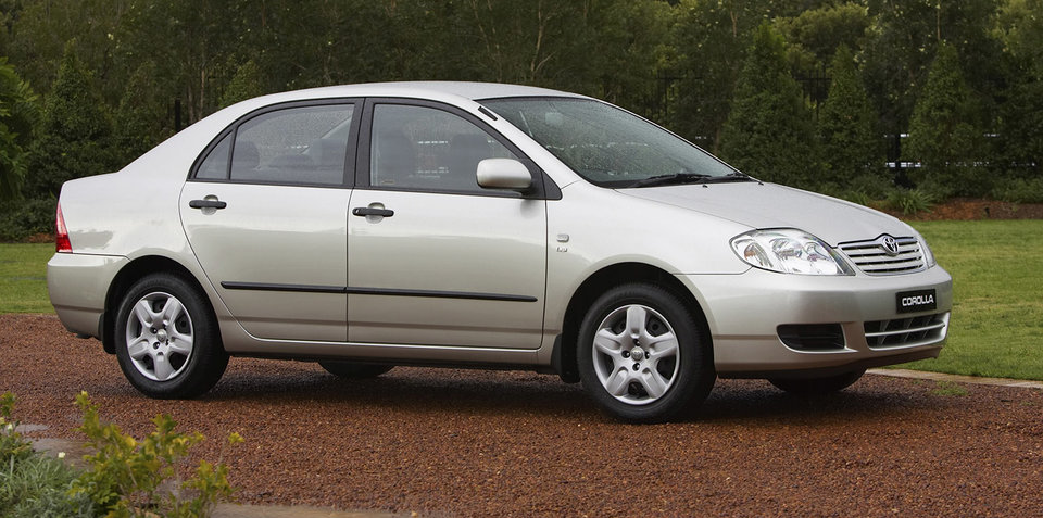 2005 toyota corolla recalled for airbag fix