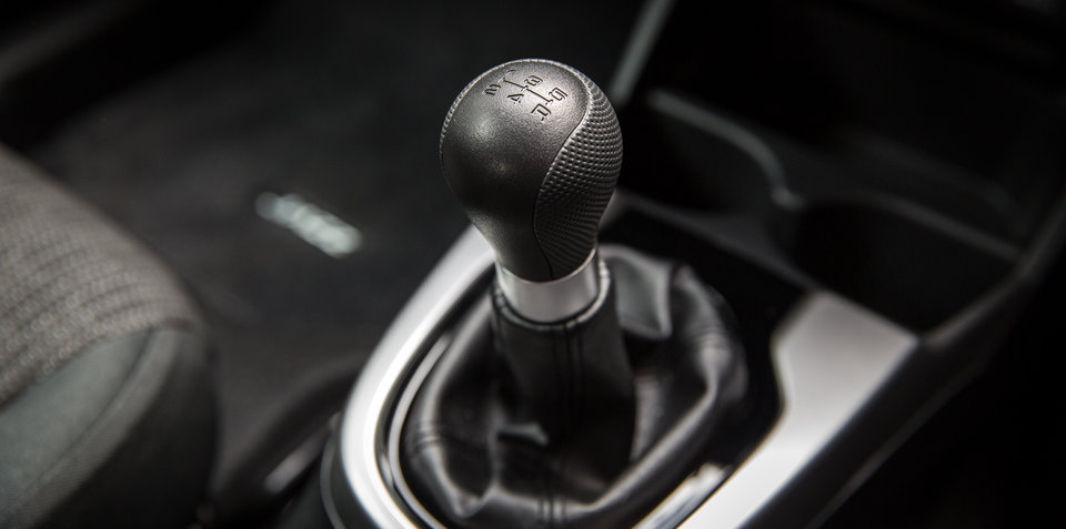 Learn how to drive a manual car – Video