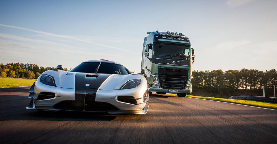 Volvo FH truck takes on Koenigsegg One:1 hypercar in race ...