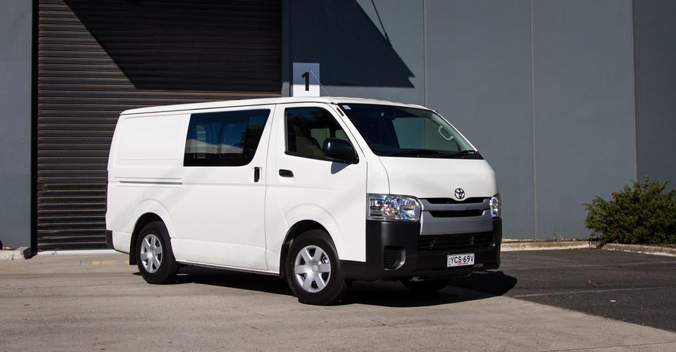 Nissan Cargo Van >> 2015 Toyota HiAce Crew Van Review | CarAdvice