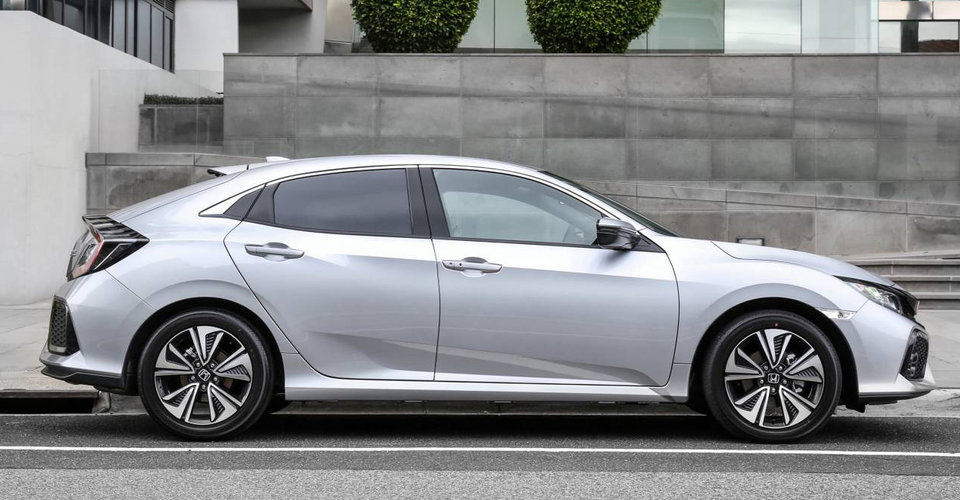 2017 honda civic hatch pricing and specs caradvice for 2017 honda civic length