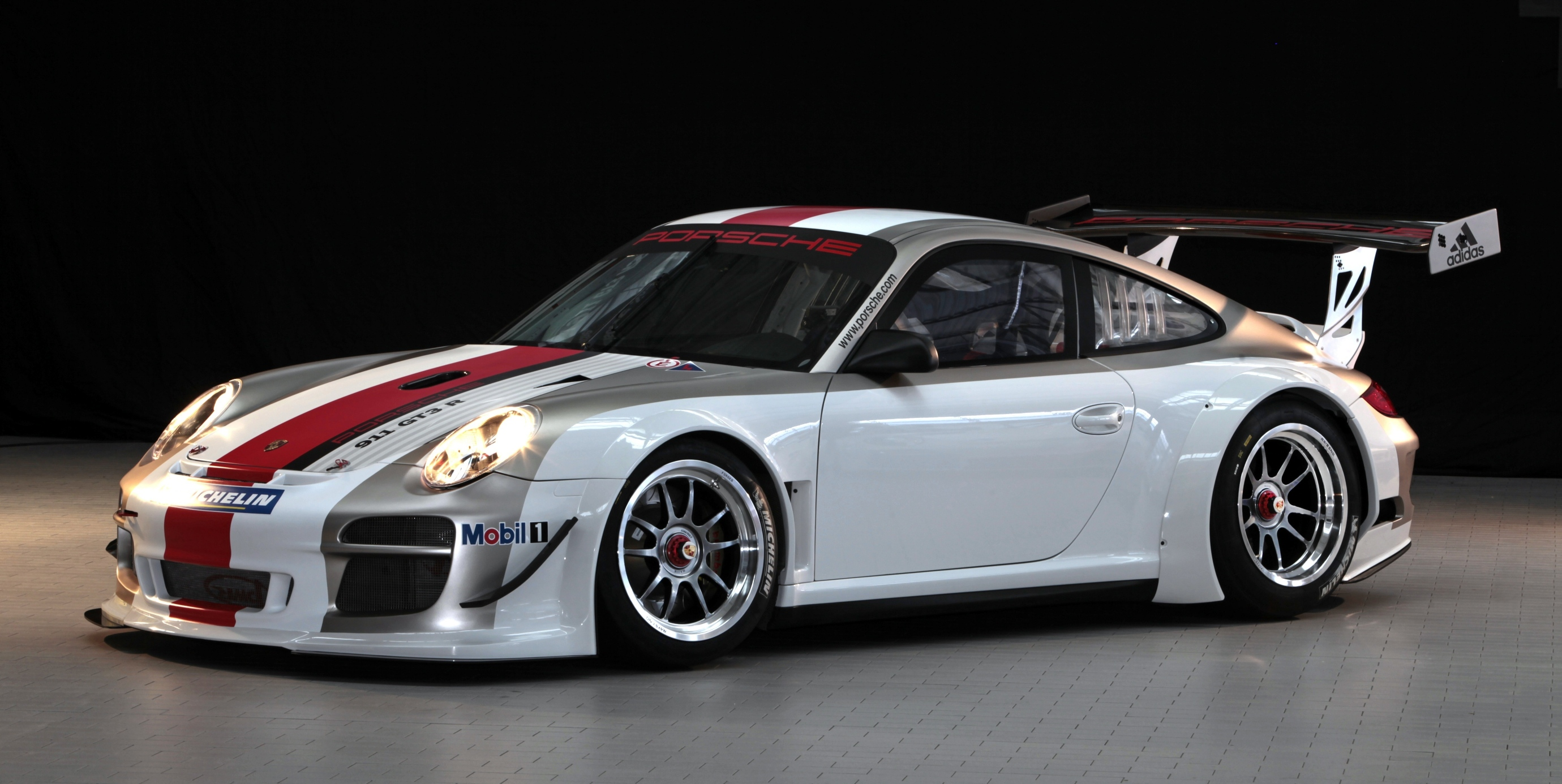 porsche 911 gt3 r race car launched photos. Black Bedroom Furniture Sets. Home Design Ideas