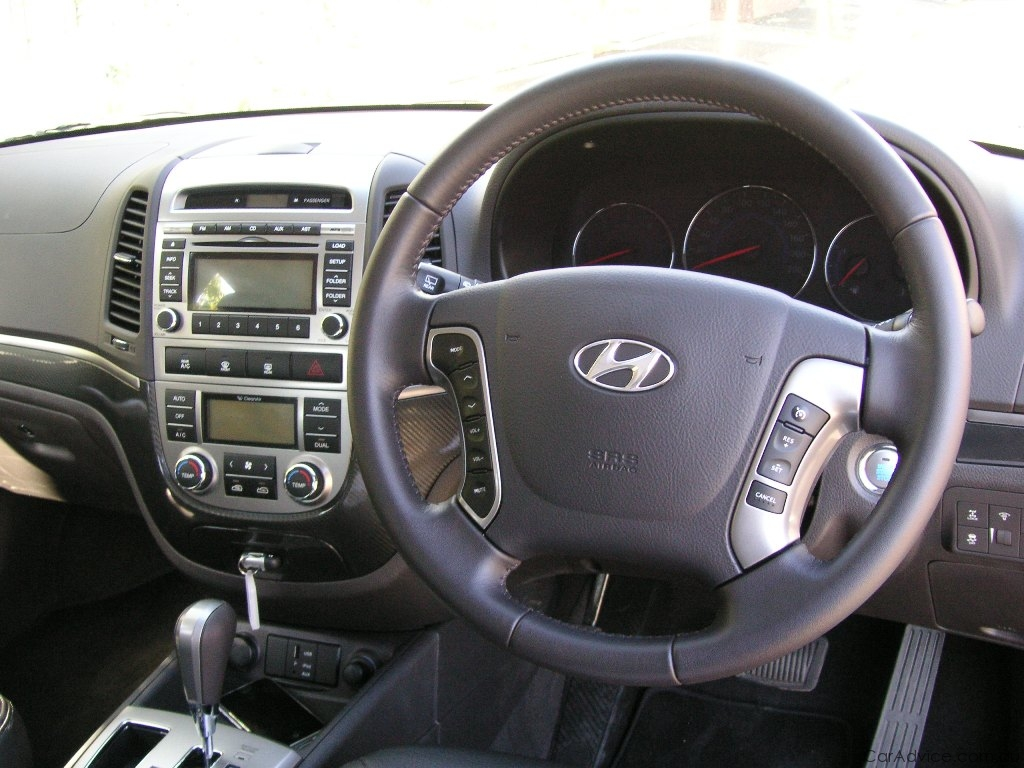 hyundai santa fe r review road test photos caradvice. Black Bedroom Furniture Sets. Home Design Ideas