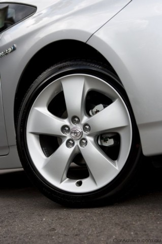 Compare Car Specs >> Toyota Prius gets 17-inch wheels - photos | CarAdvice