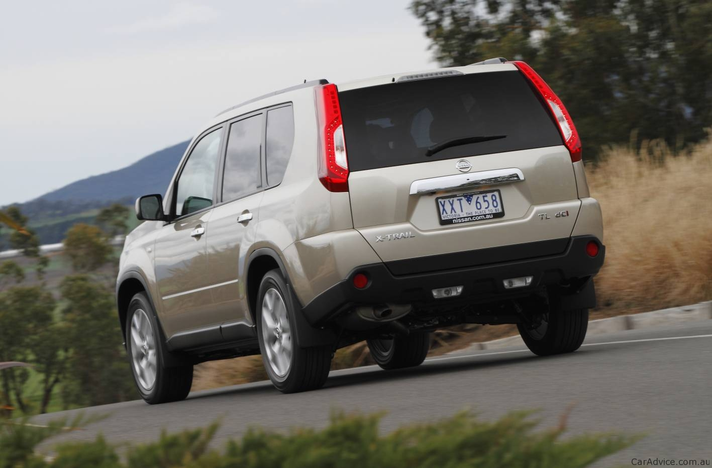 2010 Toyota Corolla S >> 2011 Nissan X-Trail 2WD launched in Australia - photos ...
