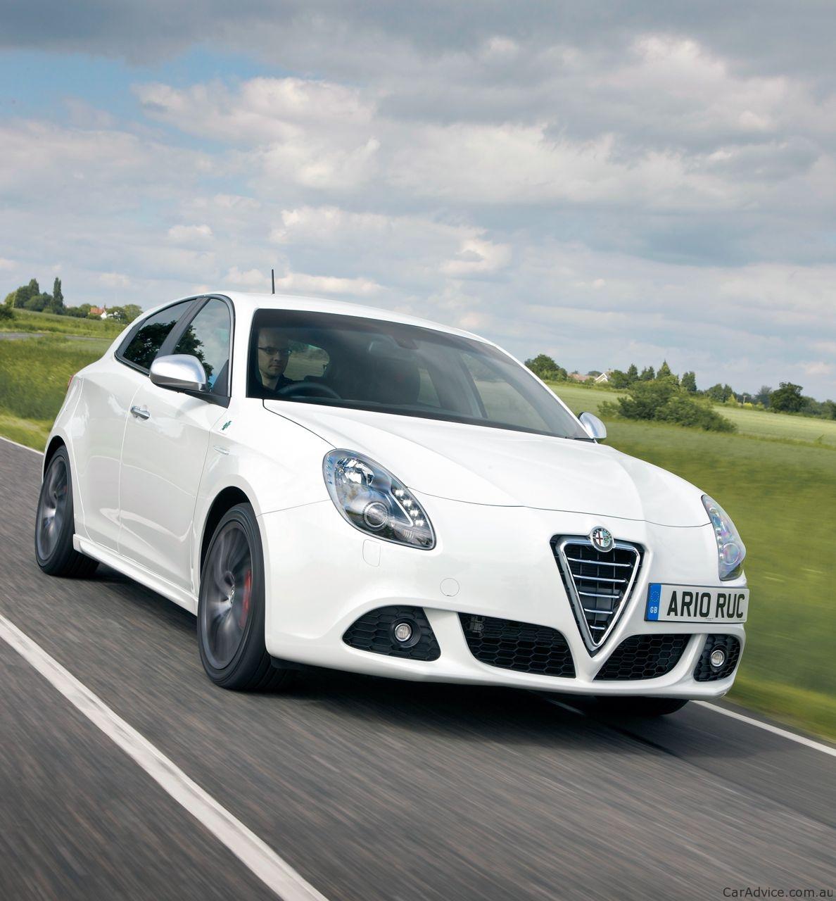 2010 Alfa Romeo Giulietta Review - Photos