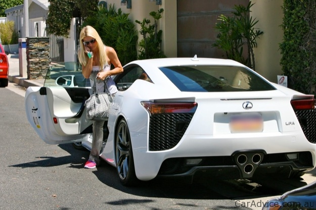 Paris hilton joins lexus lfa owner 39 s club twice photos for Garage paris club