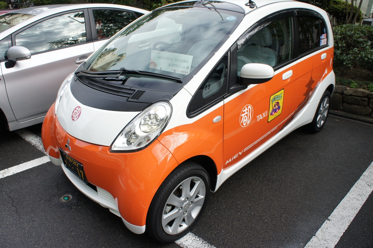 mitsubishi i miev taxi drive in kyoto photos caradvice. Black Bedroom Furniture Sets. Home Design Ideas