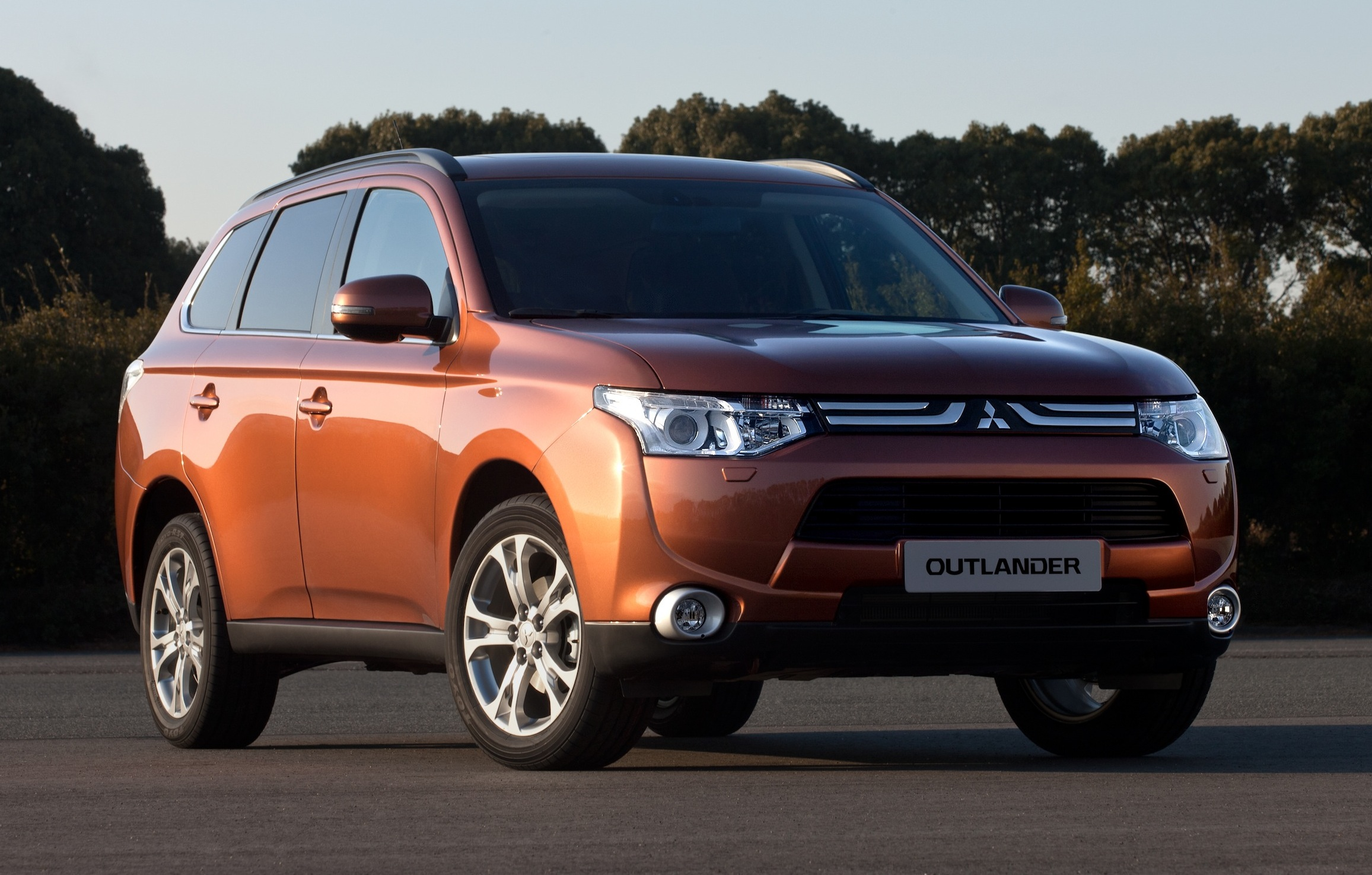mitsubishi outlander new generation suv revealed photos. Black Bedroom Furniture Sets. Home Design Ideas
